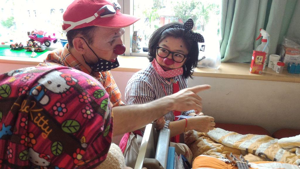 台大兒童醫院演出。照片由紅鼻子醫生提供。