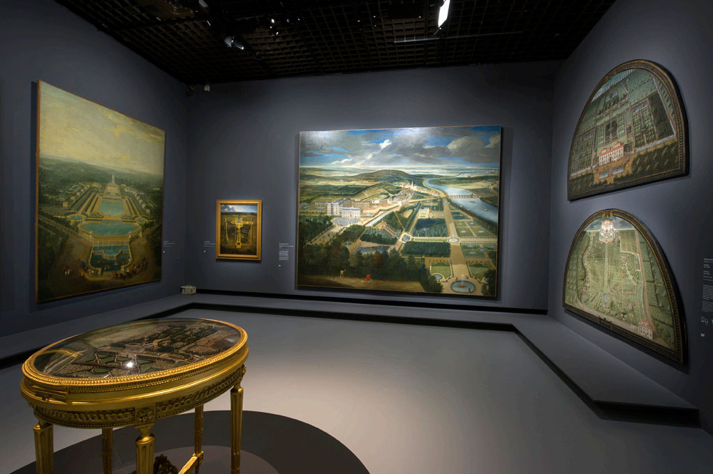 展場一角,牆上的圖畫為花園城堡鳥瞰圖。