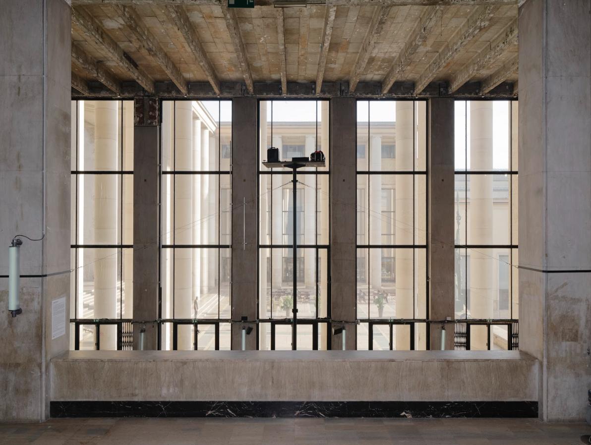 班謝馬勒東京宮個展展場,圖為班謝馬勒2016年《城市瞭望台》行動計畫時使用的高空平台。