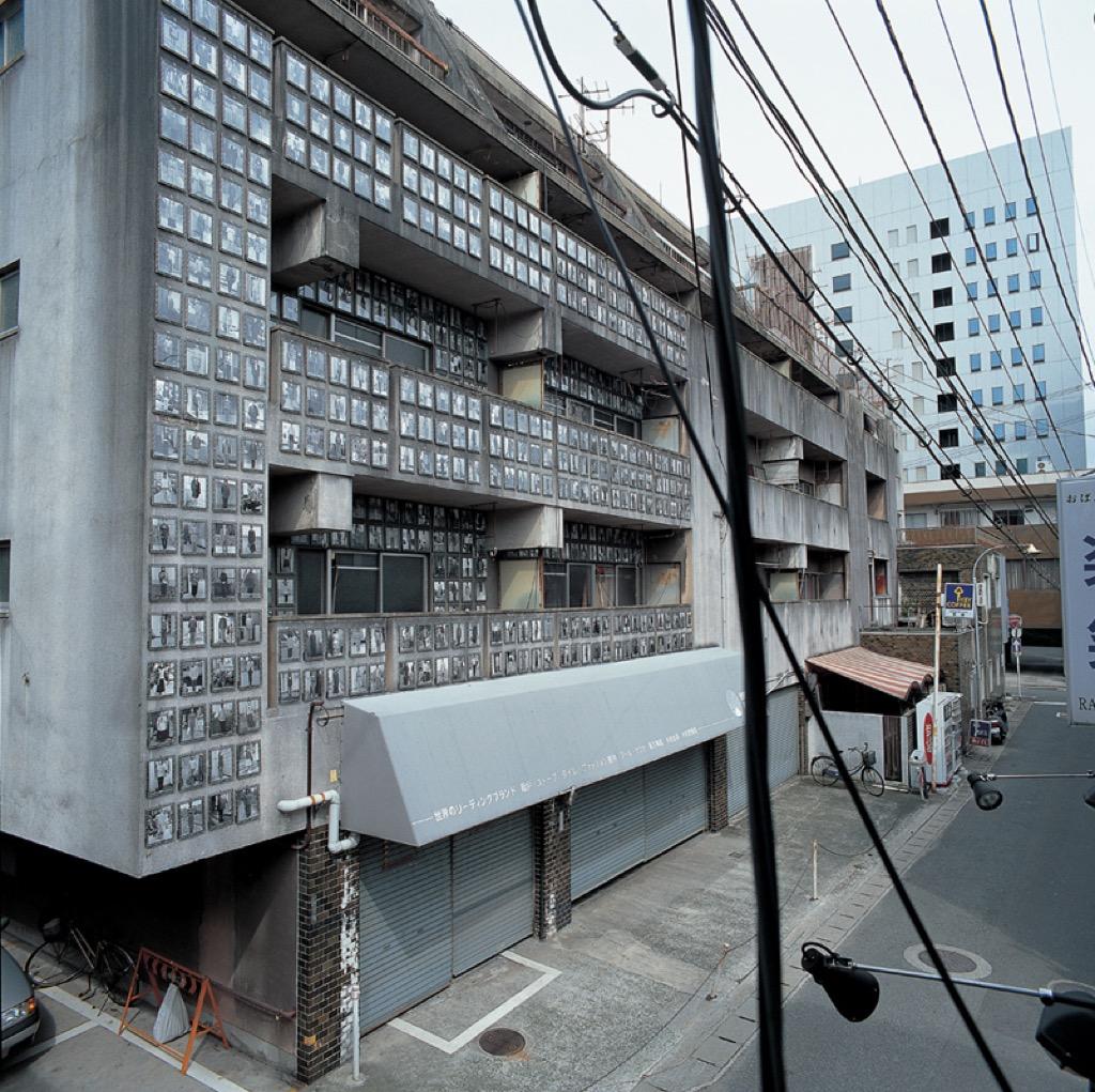 《集會‧家庭遊行─福岡公寓計畫》Ⅱ, 1999, 圖:傅本君授權